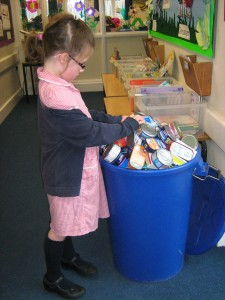 Fishy Foodbank KS1 bin